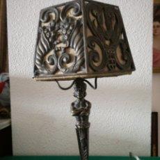 Antigüedades: LAMPARA DE SOBREMESA DE BRONCE. Lote 194287393