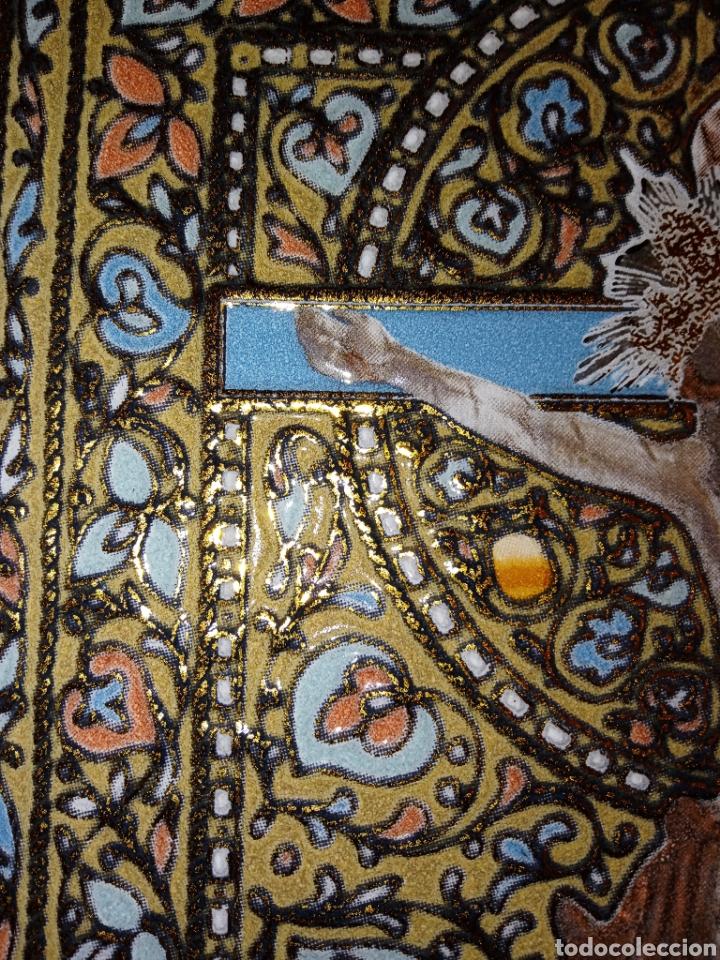 Antigüedades: PLACA DE AZULEJO - CRISTO VENERABLE - CUARTO CENTENARIO - ALCORA - RELIEVES Y ESMALTES- IMPRESIONAN - Foto 5 - 194291932