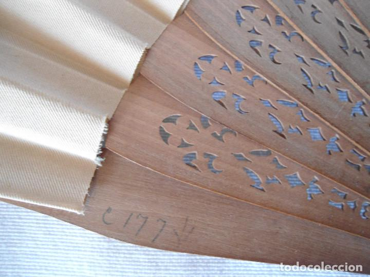 Antigüedades: ANTIGUO ABANICO DECORADO A MANO 35.50 CM - Foto 11 - 194294497