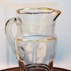 Antigüedades: JARRA DE AGUA ANTIGUA - CRISTAL TALLADO Y FILETEADA EN ORO DE LEY - VINTANGE. Lote 194295316