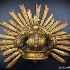 Antigüedades: CORONA DE MADERA TALLADA Y DORADA. S.XVIII. Lote 194296123