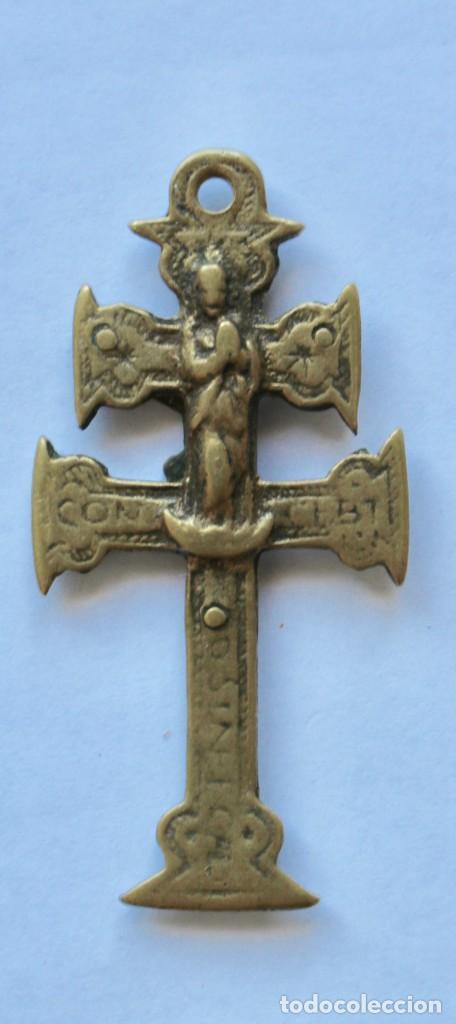 ANTIGUO COLGANTE CRUZ DE CARAVACA- DOBLE CARA- 6 X 2,8 CM. (Antigüedades - Religiosas - Cruces Antiguas)