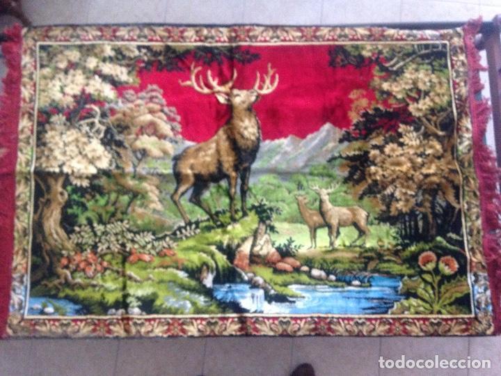Antigüedades: Precioso tapiz alfombra, motivo ciervos - Foto 2 - 194298643