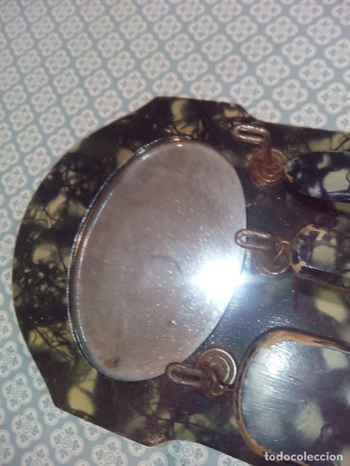 Antigüedades: Antiguo colgador con espejo y cepillos principios sigloxx - Foto 3 - 194299272