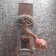 Antigüedades: TRITURADORA DE PAN ELMA 1444. Lote 194301983