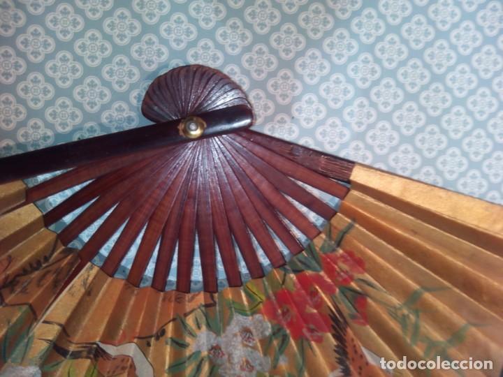 Antigüedades: Impresionante abanico de papel y madera pintado a mano sigloxx - Foto 7 - 194303770