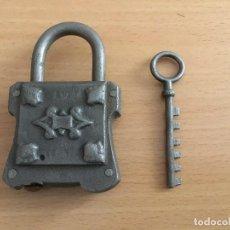 Antigüedades: CANDADO CON LLAVE ANTIGUO. Lote 194310450