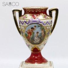 Antigüedades: JARRÓN PORCELANA DECORADO. Lote 194311406