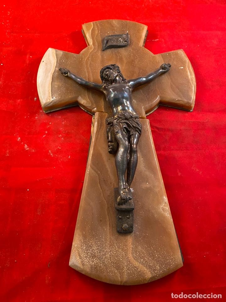 Antigüedades: Cristo bronce sobre mármol y madera - Foto 2 - 194315715