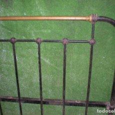 Antigüedades: CABECERO Y PIE DE CAMA EN METAL ,ANCHO 100CM X 107CM ALTURA. Lote 194318203