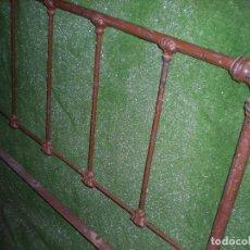 Antigüedades: CABECERO DE CAMA EN METAL ,ANCHO 103CM X 110CM ALTURA. Lote 194318443
