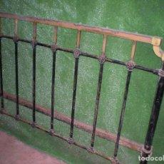 Antigüedades: CABECERO DE CAMA EN METAL ,ANCHO 135CM X 90CM ALTURA. Lote 194319183