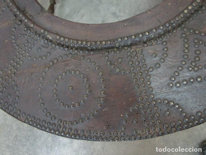 Antigüedades: Antigua Mesa de Centro - Mesa Brasero, con Pala - Madera con Tachuelas - Patas Torneadas - Foto 16 - 194320287