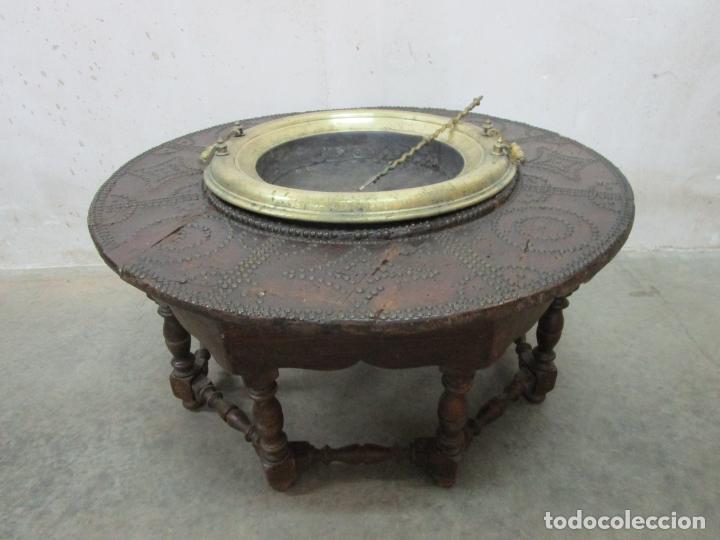 Antigüedades: Antigua Mesa de Centro - Mesa Brasero, con Pala - Madera con Tachuelas - Patas Torneadas - Foto 27 - 194320287