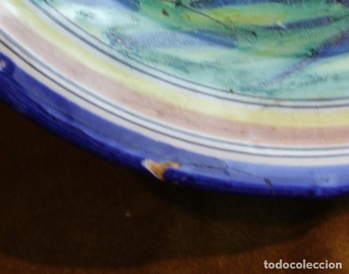 Antigüedades: Fuente, cerámica de Talavera,ciervo, diámetro 33 cm - Foto 2 - 194320880