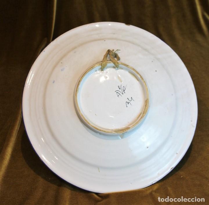 Antigüedades: Fuente, cerámica de Talavera,ciervo, diámetro 33 cm - Foto 3 - 194320880