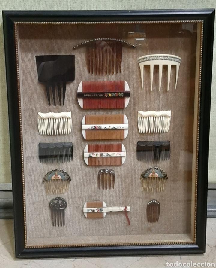 Antigüedades: LOTE DE 16 PEINES Y PEINETAS LA MAYORÍA CHINAS, DISTINTOS MATERIALES EN VITRINA EXPOSITOR. - Foto 2 - 194325682