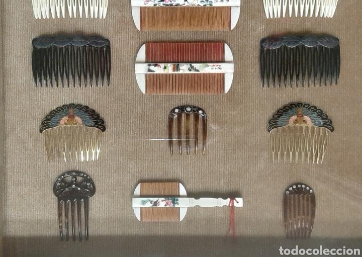 Antigüedades: LOTE DE 16 PEINES Y PEINETAS LA MAYORÍA CHINAS, DISTINTOS MATERIALES EN VITRINA EXPOSITOR. - Foto 4 - 194325682