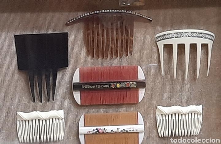 Antigüedades: LOTE DE 16 PEINES Y PEINETAS LA MAYORÍA CHINAS, DISTINTOS MATERIALES EN VITRINA EXPOSITOR. - Foto 6 - 194325682