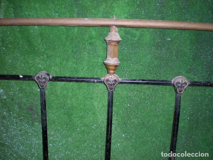 Antigüedades: CABECERO DE CAMA EN METAL ,ANCHO 103CM X 140CM ALTURA - Foto 2 - 194327482