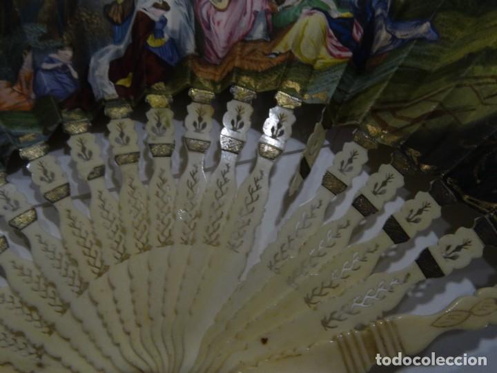 Antigüedades: ABANICO S.XIX. VARILLAJE DE MARFIL CON CALADO GUARDAS DE HUESO. PAÍS CON GRABADO - Foto 3 - 194329233