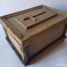 Antigüedades: ANTIGUA CAJA - RELICARIO MADERA, ARTE PASTORIL.. Lote 194333156