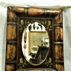 Antigüedades: INTERESANTE ESPEJO BISELADO VINTAGE CON MARCO EN BAMBÚ. Lote 194336953