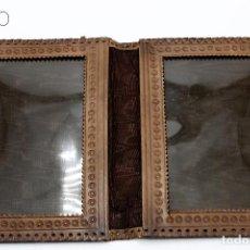 Antigüedades: PORTAFOTOS EN CUERO REPUJADO. Lote 194337631