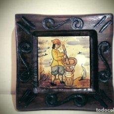Antigüedades: CUADRO DE CERAMICA PINTADO -MIDE LA CERAMICA 11X11- CON ELMARCO 20X20- SIGLO XX. Lote 194337705