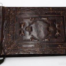 Antigüedades: PORTAFOTOS EN CUERO REPUJADO. Lote 194338445