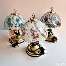 Antigüedades: BONITAS 3 LAMPARAS DE MESA DECORATIVAS CRISTALERAS Y LATON - 28.CM ALTO X 17.CM DIAMETRO. Lote 194338788