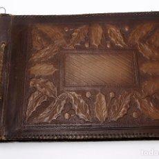Antigüedades: ÁLBUM DE FOTOS EN CUERO REPUJADO. Lote 194339516
