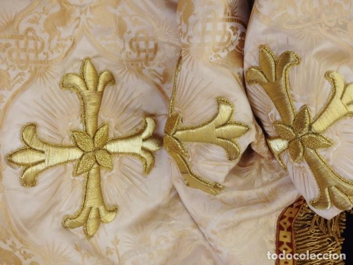 BAMBALINAS PARA PALIO O FRENTE DE ALTAR, CONFECCIONADAS EN SEDA BORDADA CON HILO DE ORO. HACIA 1900. (Antigüedades - Religiosas - Ornamentos Antiguos)