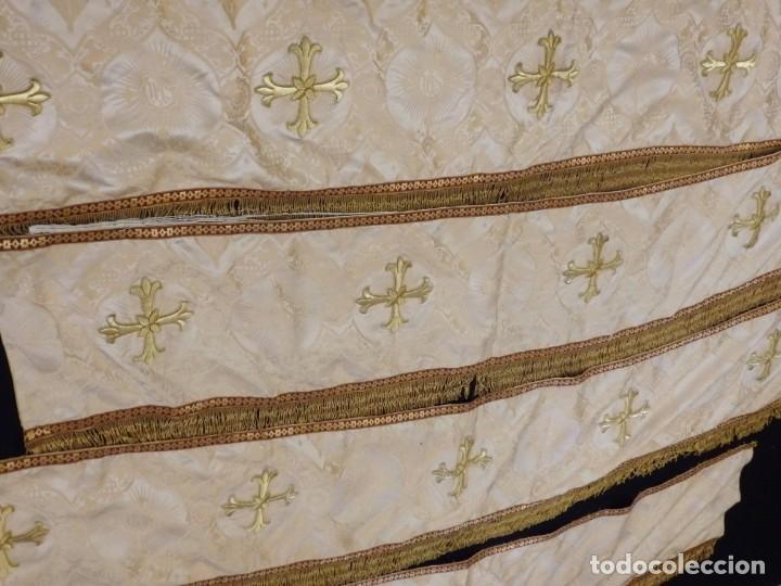 Antigüedades: Bambalinas para palio o frente de altar, confeccionadas en seda bordada con hilo de oro. Hacia 1900. - Foto 8 - 194347222