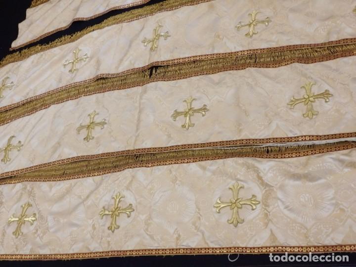 Antigüedades: Bambalinas para palio o frente de altar, confeccionadas en seda bordada con hilo de oro. Hacia 1900. - Foto 9 - 194347222