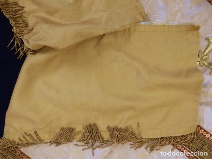 Antigüedades: Bambalinas para palio o frente de altar, confeccionadas en seda bordada con hilo de oro. Hacia 1900. - Foto 21 - 194347222