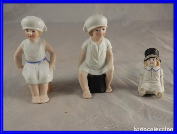 GRACIOSA PAREJA DE BISCUITS O PORCELANAS COLOREASAS MUY FINAS (Antigüedades - Porcelanas y Cerámicas - Otras)