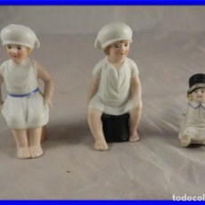 Antigüedades: GRACIOSA PAREJA DE BISCUITS O PORCELANAS COLOREASAS MUY FINAS. Lote 194348981