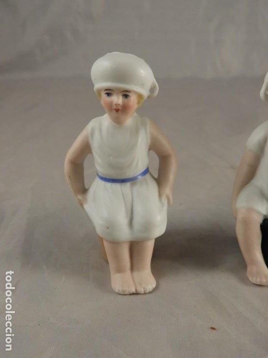 Antigüedades: GRACIOSA PAREJA DE BISCUITS O PORCELANAS COLOREASAS MUY FINAS - Foto 2 - 194348981