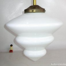 Antigüedades: ELEGANTISIMA LAMPARA ART DECO EN LATON OPALINA GEOMETRICA Y MADERA CRICA 1900. Lote 194350792