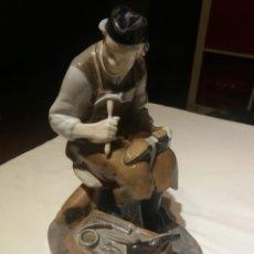 Antigüedades: ZAPATERO BING AND GRONDAHL COBBLER B&G SHOEMAKER NO. 2228 CERAMICA. Lote 194356908