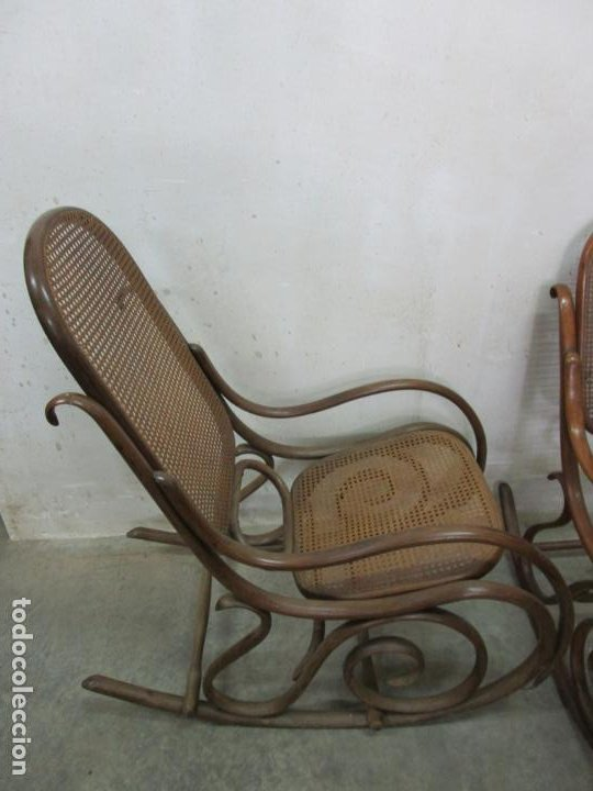 Antigüedades: Bonita Pareja de Mecedoras Thonet - Sillones en Madera de Haya - Rejilla - Principios S. XX - Foto 6 - 194360401