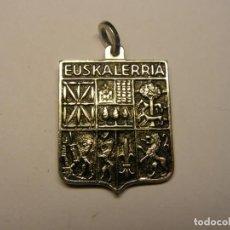 Antigüedades: MEDALLA PAIS VASCO EUSKALERRIA, Y VIRGEN DE RONCESVALLES.. Lote 194360670