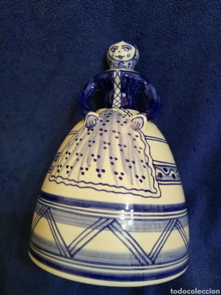Antigüedades: Mujer campana ceramica la menora talavera - Foto 2 - 194360747