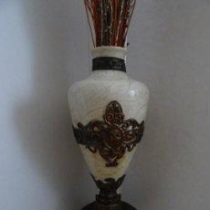 Antigüedades: JARRÓN DE MARMOL, CON APLIQUES DE METAL - ANTIGUO. Lote 194363171