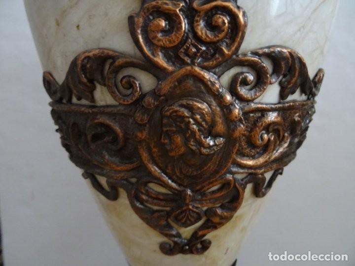 Antigüedades: JARRÓN DE MARMOL, CON APLIQUES DE METAL - ANTIGUO - Foto 3 - 194363171