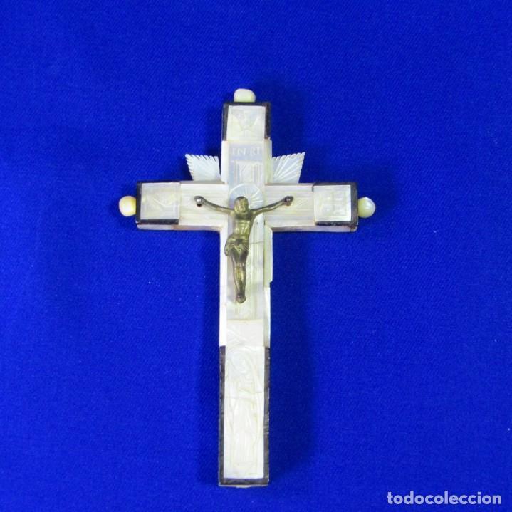 Antigüedades: Cruz de Jerusalén en madera y Nácar con crucificado en metal. Siglo XIX. - Foto 2 - 194364515