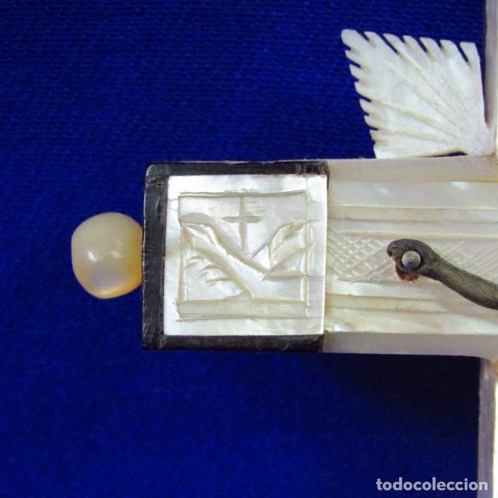 Antigüedades: Cruz de Jerusalén en madera y Nácar con crucificado en metal. Siglo XIX. - Foto 5 - 194364515