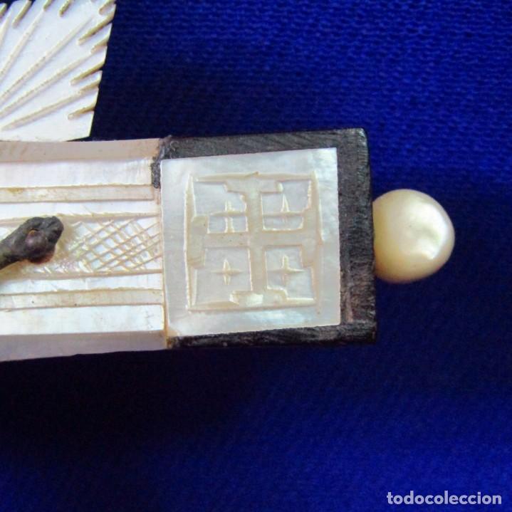 Antigüedades: Cruz de Jerusalén en madera y Nácar con crucificado en metal. Siglo XIX. - Foto 8 - 194364515