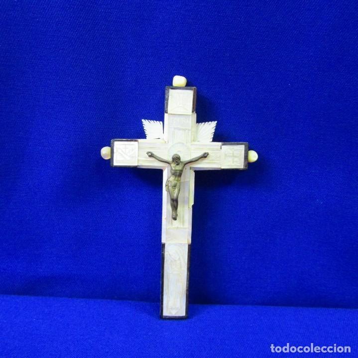 Antigüedades: Cruz de Jerusalén en madera y Nácar con crucificado en metal. Siglo XIX. - Foto 12 - 194364515